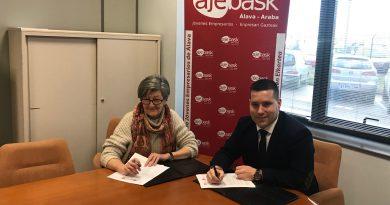 Ajebask y APUA firman un acuerdo de colaboración que mejora y amplía el asesoramiento de los jóvenes empresarios de Álava